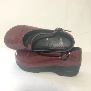 Dansko Mary Jane clogs 34 burgundy patent leather